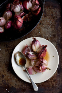 Roasted red onions with thyme