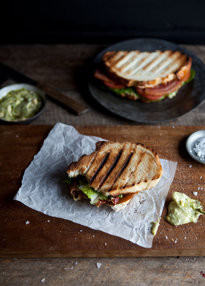 BLT with pesto mayonnaise