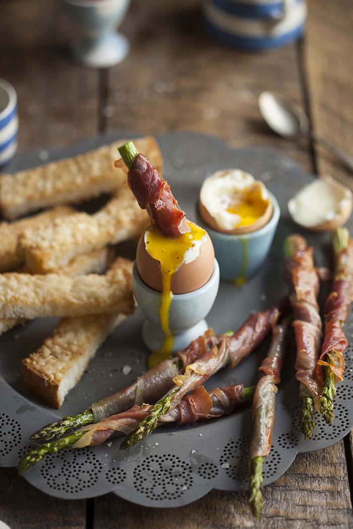 Parmesan-toast-fingers-asparagus-parma-ham-eggs