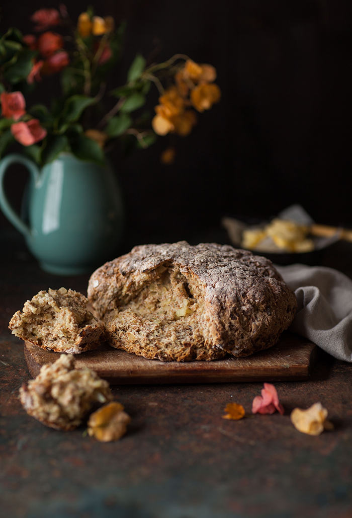 irish soda bread with rosemary and onion