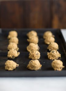 oat, raisin & almond cookies