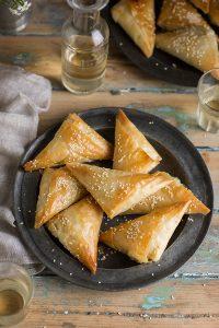 Corn & cheese phyllo pies recipe