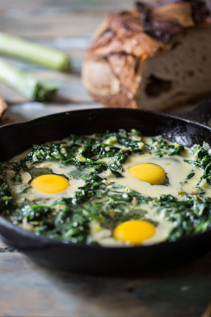 Baked eggs in cream spinach and leeks