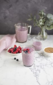 Power smoothie with berries, banana & almond butter