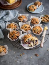 Blueberry muffins with oats & almond