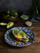 crispy fried egg on avo toast with mushrooms, spinach & pesto