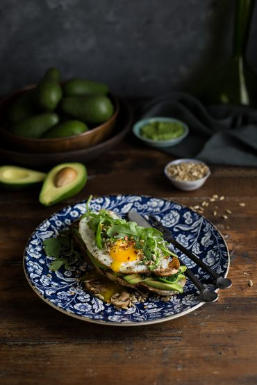 crispy fried egg on avo toast with mushrooms, spinach & pesto