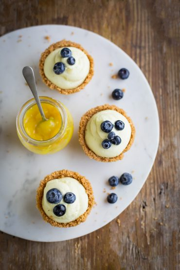 no-bake lemon cheesecake mousse in biscuit cups