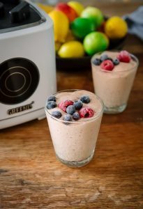 Mango, banana & berry smoothie with cashew nut butter