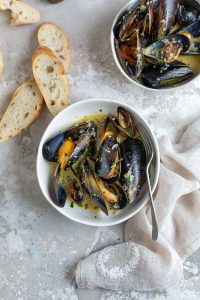 Mussels with white wine, garlic & cream recipe