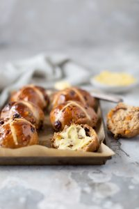 Stout hot cross bun bread & bun recipe