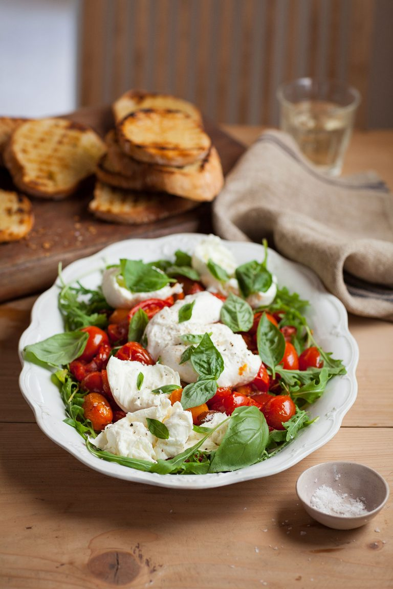 Salad of slow-roasted tomatoes with mozzarella & basil recipe